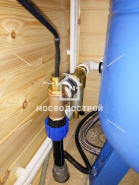 Установка адаптера для обустройства скважины